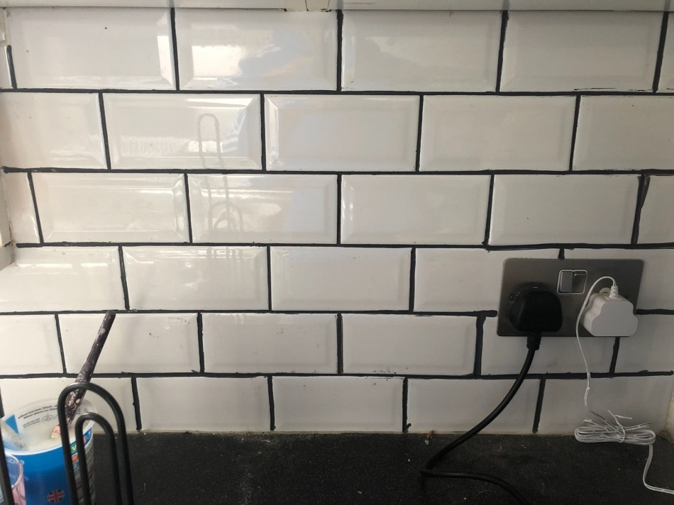 grout pen applied to kitchen tiles