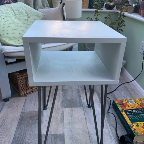 rust-oleum winter grey chalk paint side table